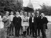 021-m-r-stefanik-v-skupine-politickych-spolupracovnikov-vo-washingtone-1917.jpg